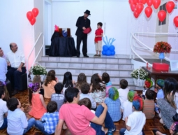 Perna de Pau e Show de Mágica