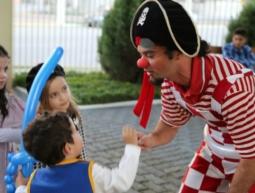 Caça ao Tesouro com o Palhaço Pirata e Cama Elástica